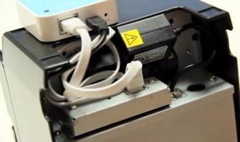 Le Star WiFi Power Pack avec les câbles enroulés au dos de l'imprimante-ticket